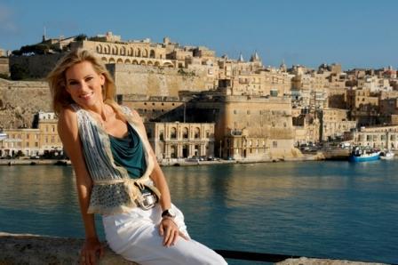 Nina Ruge mit Blick auf Valletta - credit MTA klein